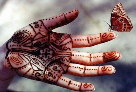 manoo-con-disegni-india